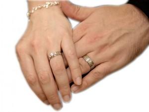 Vivir de cara a dios en qu dedo se pone el anillo for En que mano se usa el anillo de compromiso