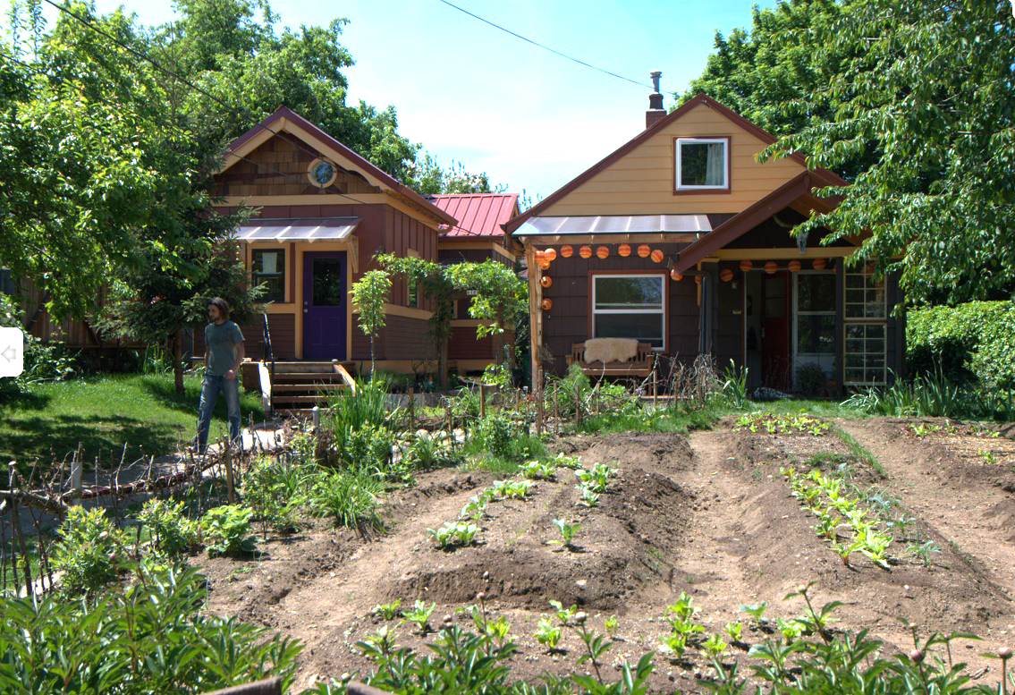 Lloyd s blog legal tiny garden cottages in portland backyard for Small backyard cabin