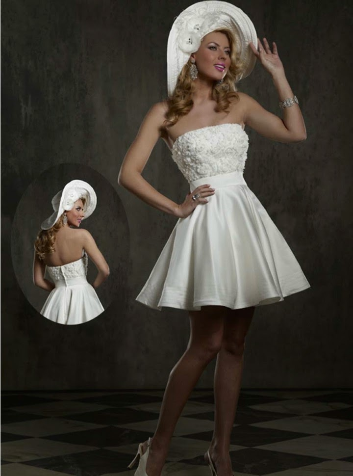 Vestido de Novia Corto, Strapless, con Flores en el Pecho y Falda Corte A