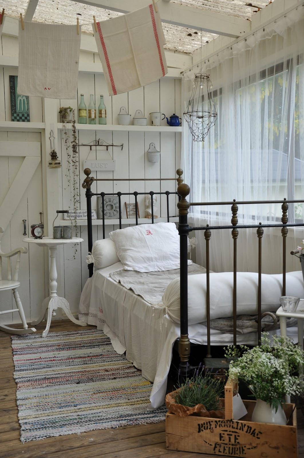 Den gamla skolan b ddat och klart i uterummet - Girls bedroom ideas a must have for one and all ...