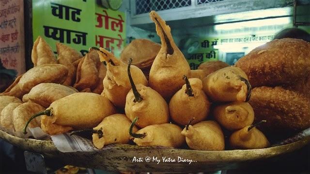 Mirchi Vadas at Shri Ram Chaat Bhandar, Gheewalon ka Raasta, Jaipur food, Rajasthan