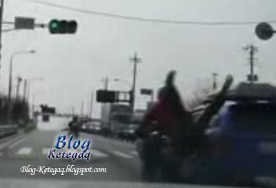Video: Anak jatuh motor, ayah terus memecut