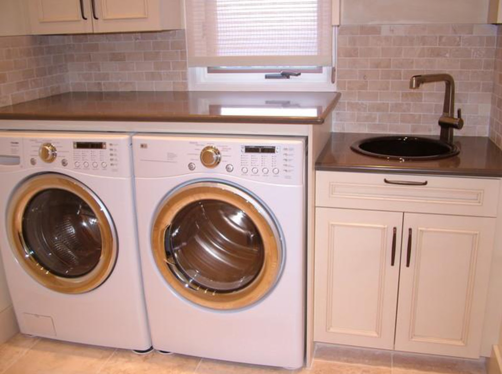 Simplifying remodeling designer 39 s touch 10 tidy laundry rooms - Best washer and dryer for small spaces property ...