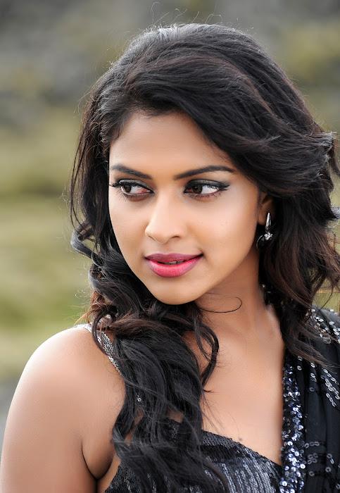 amala paul naayak actress pics