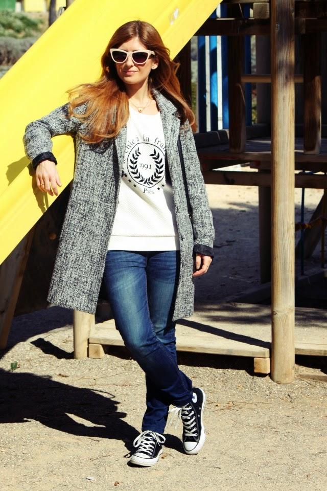 Converse negras. Abrigo oversize. Bolso Rebecca Minkoff. Gafas retro. A trendy life.