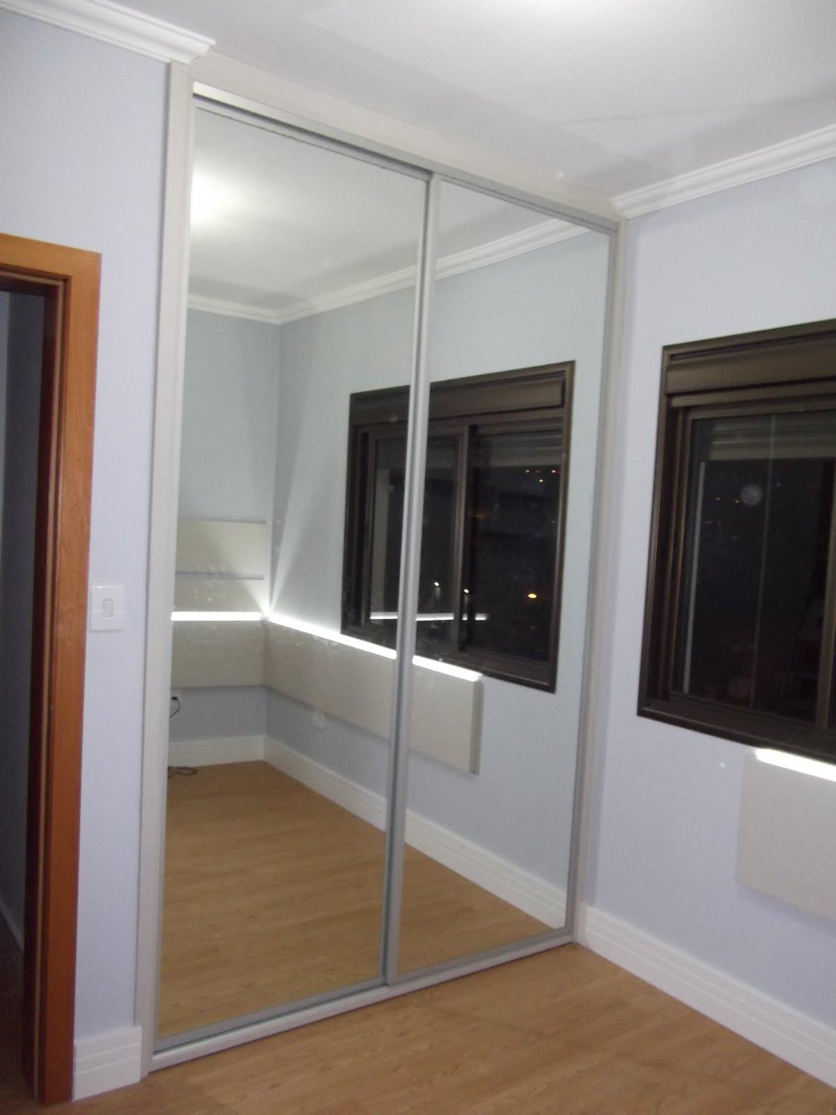#694330 Guarda roupa em MDF Lineo Têxtil 25mm portas de correr em perfil de  1822 Janela De Aluminio Porto Alegre
