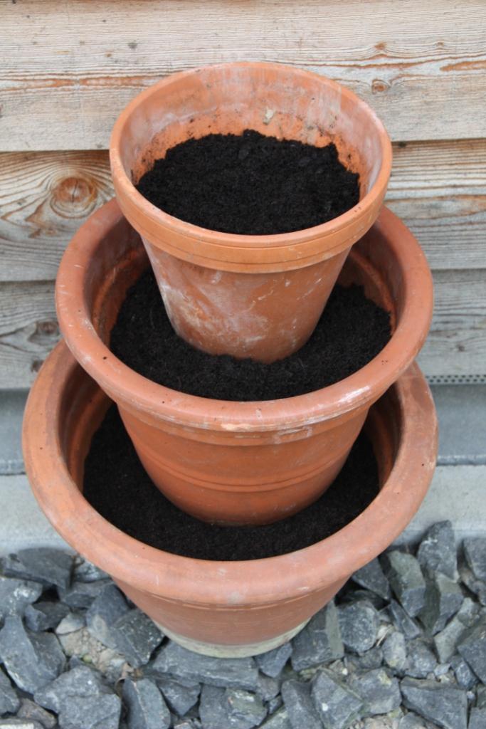 Teacup in the garden ein kr utert rmchen for Tonscherben deko