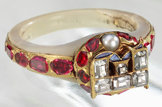 Queen Elizabeth 1 Jewelry The exterior of queen
