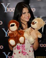 Selena Gomez - Visiting Y-100 Radio