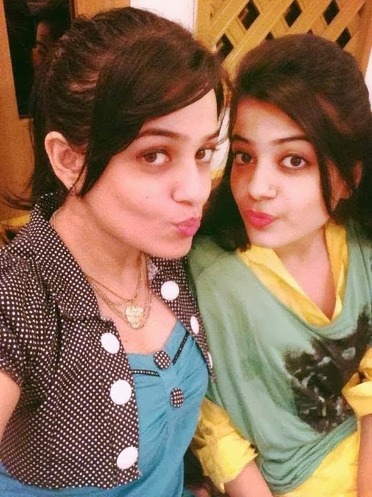 pakistani actress with their sisters unseen pictures