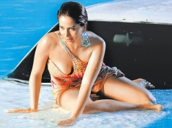 Hot Pictures Of Telugu Actresses In Swimming Pool