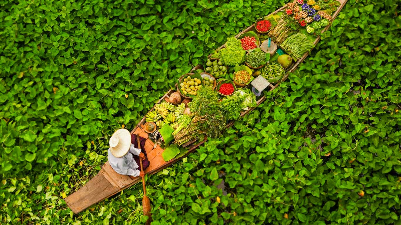 Floating market vendor near Bangkok, Thailand (© Art Wolfe/Mint Images) 97