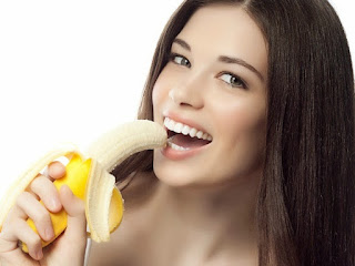 makan buah-buahan