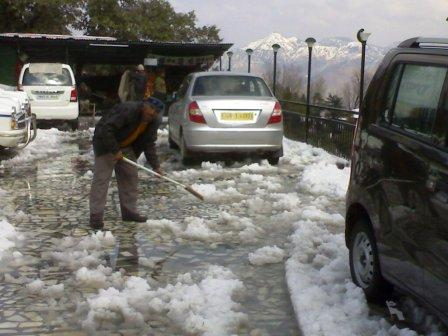 Snow Falls in Mussoorie latest 2014