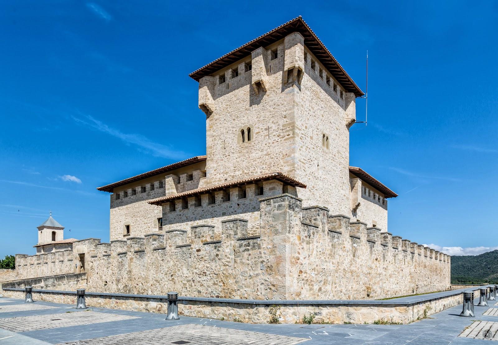 Torre-palacio de los Varona :: Canon EOS 5D MkIII | ISO100 | Canon 24-105 @24mm | f/10 | 1/160s