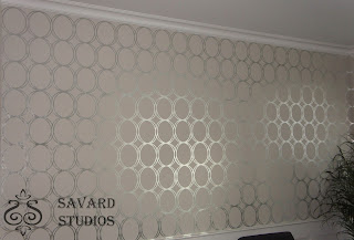 silver leaf circles, silver and gray walls