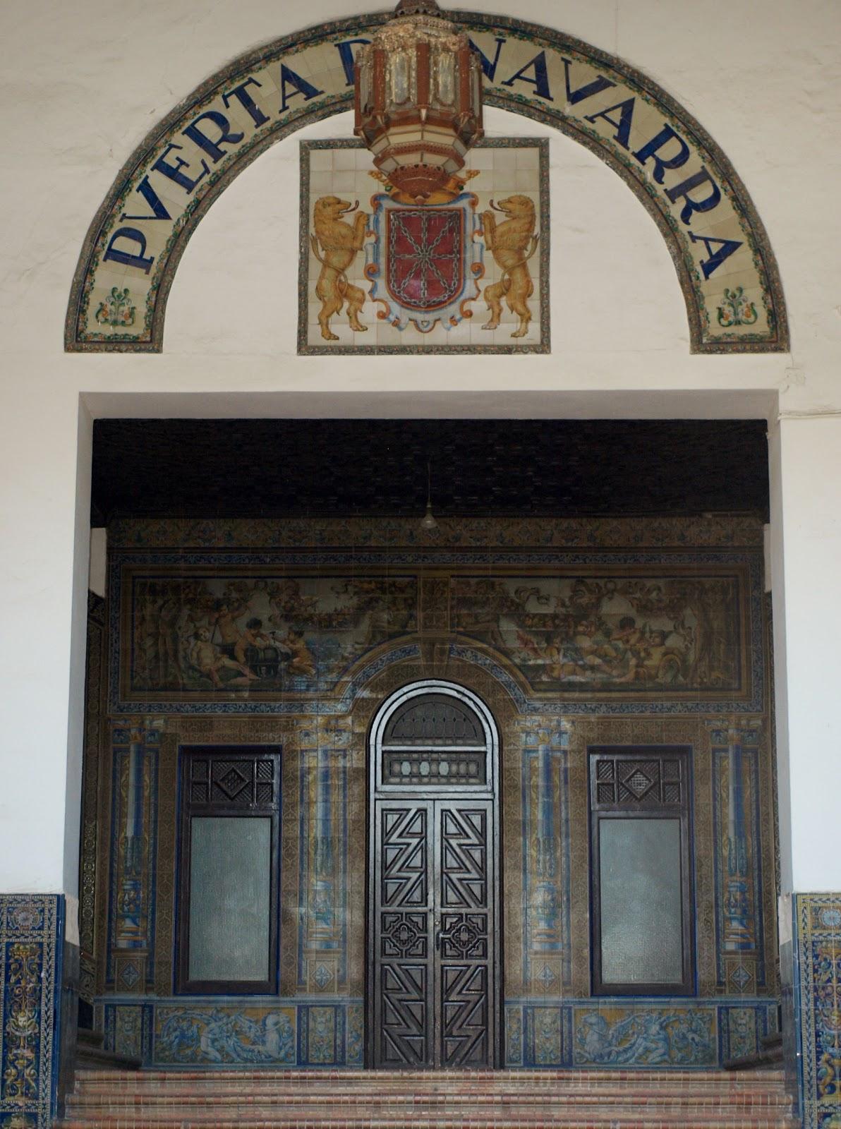 Sevilla daily photo la puerta de navarra - Puertas de madera en sevilla ...