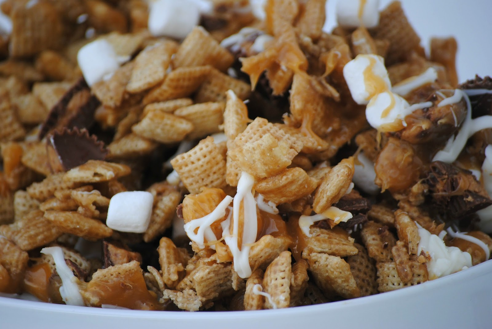 The Farm Girl Recipes: Better Than Sex Chex Mix