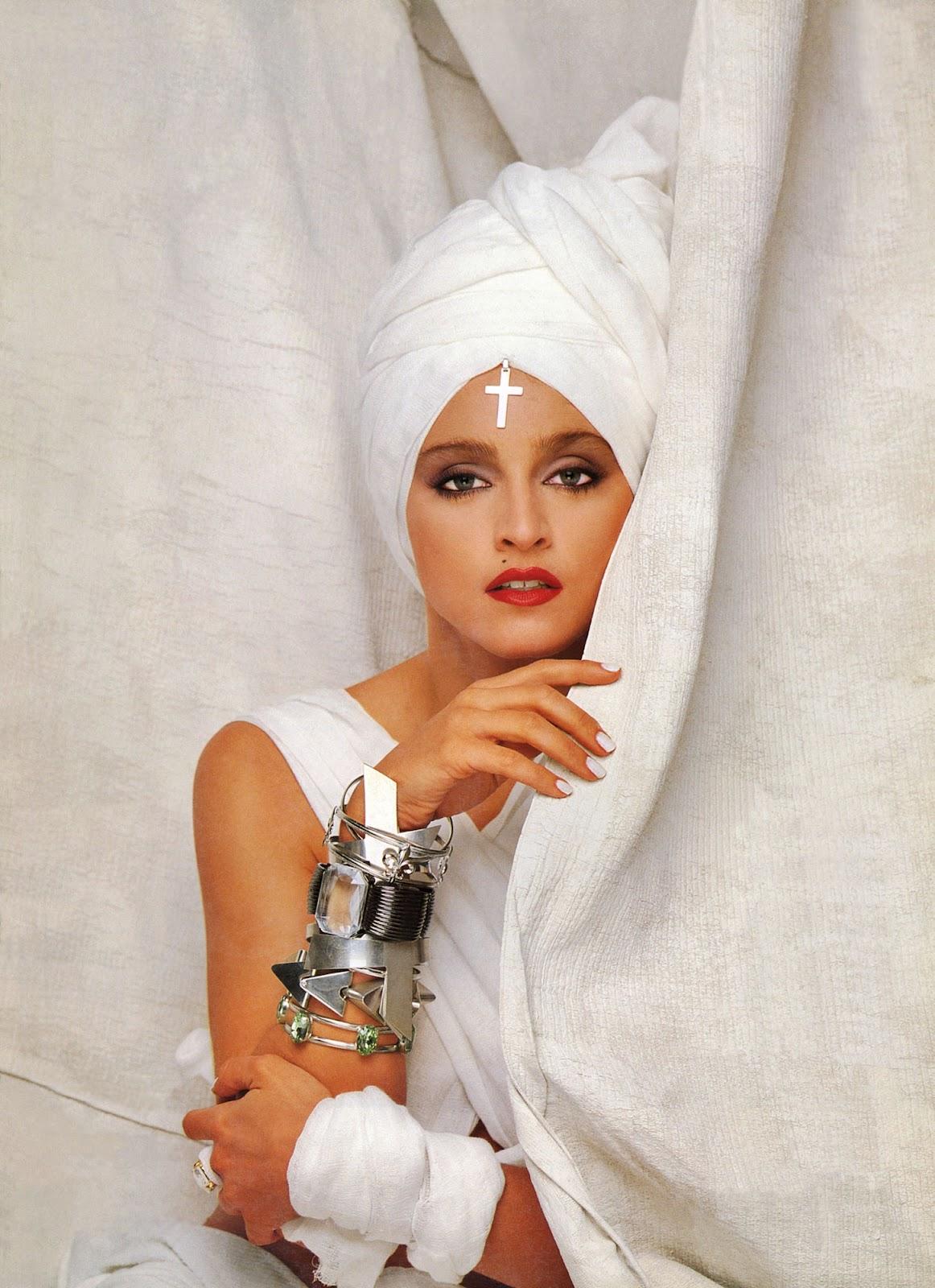 http://2.bp.blogspot.com/-cWtJM2OvjpU/UBW00sM9TnI/AAAAAAAABKg/u1VpyYKxsug/s1600/Madonna+-+Herb+Ritts+1986.jpg