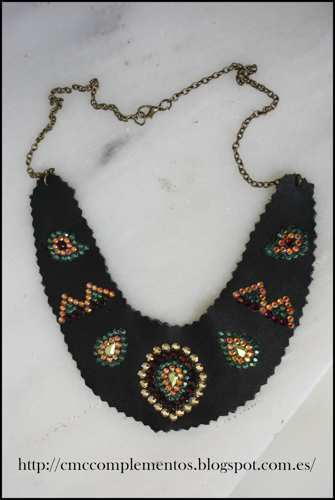 Cmc complementos collares baberos cuero tachas - Collares de cuero ...