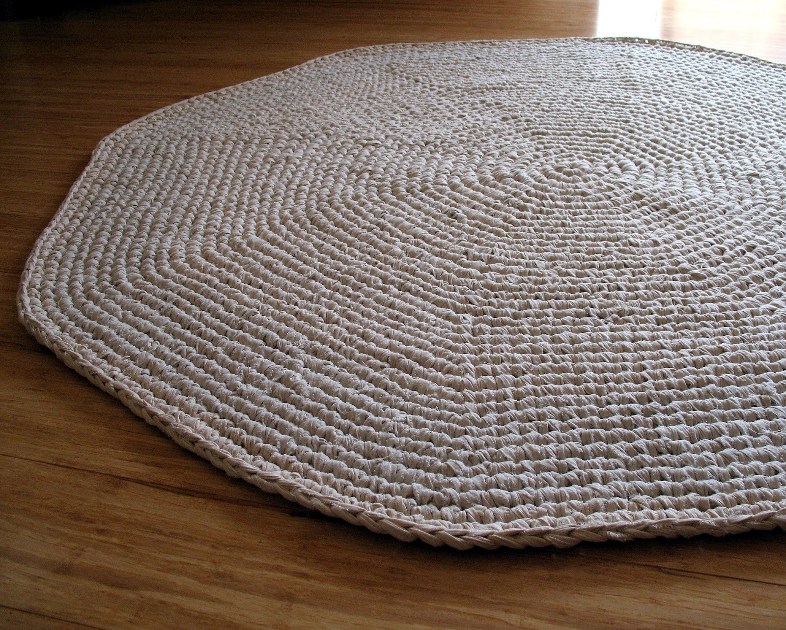 Crocheting Rugs : eclectic me: Calico Crochet Rug & Pattern.....