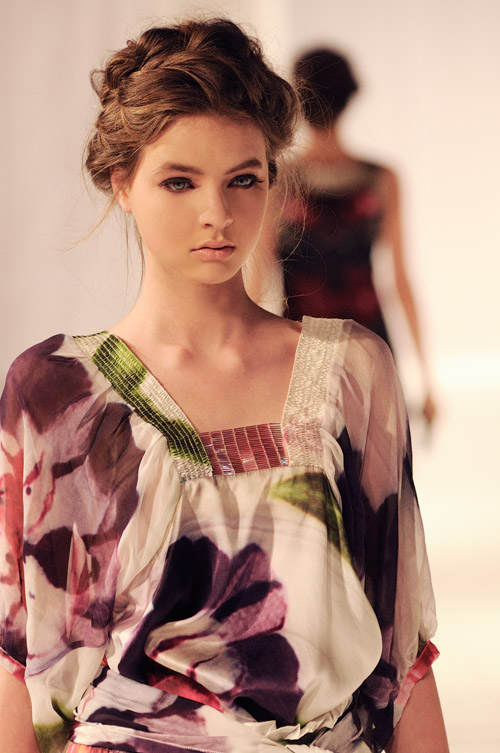 model wears next season's range, gilbert rossi shoots model at fashion palette in sydney