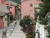 El carrer de Santa Maria i la font de la Plaça Major de Vilanova de Sau. Autor: Carlos Albacete
