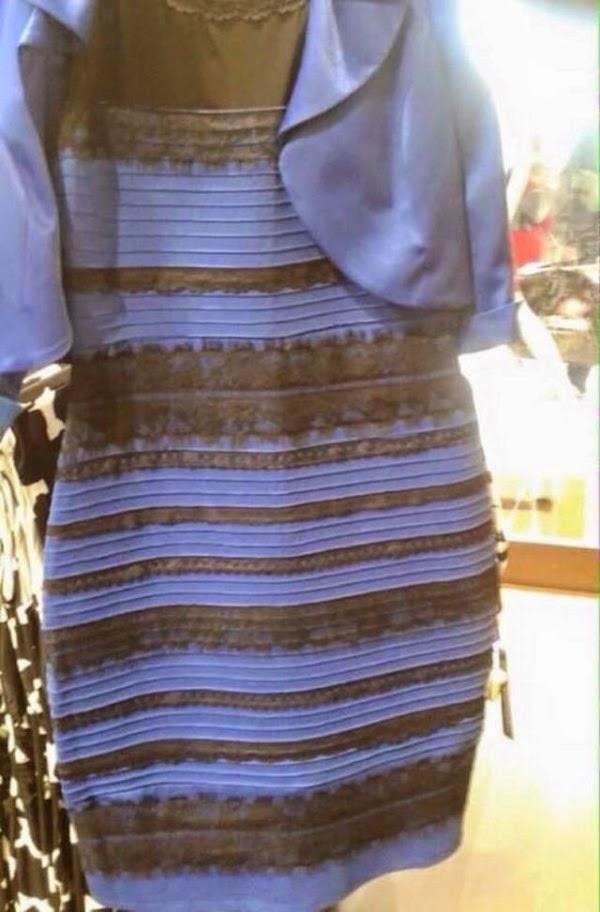 Vestido azul e preto ou branco e dourado?