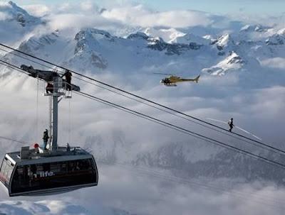 Unbelievable-Swiss-cable-car-rope-walker