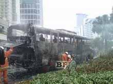 bus-transjakarta-terbakar-di-bundaran-hi