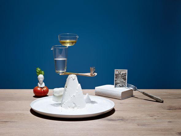 Karsten Wegener fotografia Elena Mora set designer comida equilibrio balança Pizza Margherita