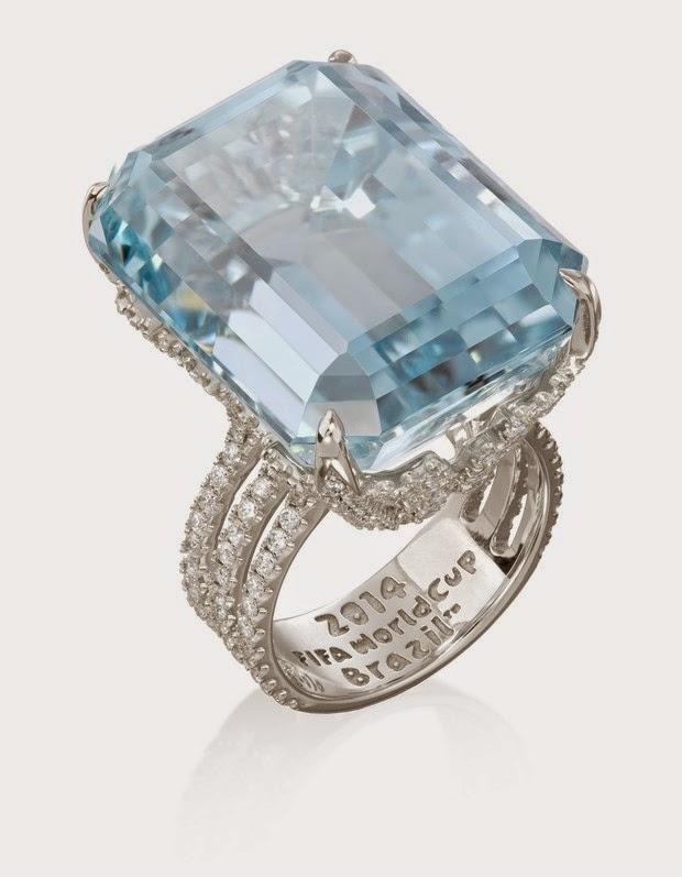 Marina Ruy Barbosa uses stone ring with aquamarine and diamond valued at £ 210 000