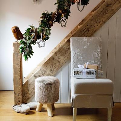 escalera decorada navidad