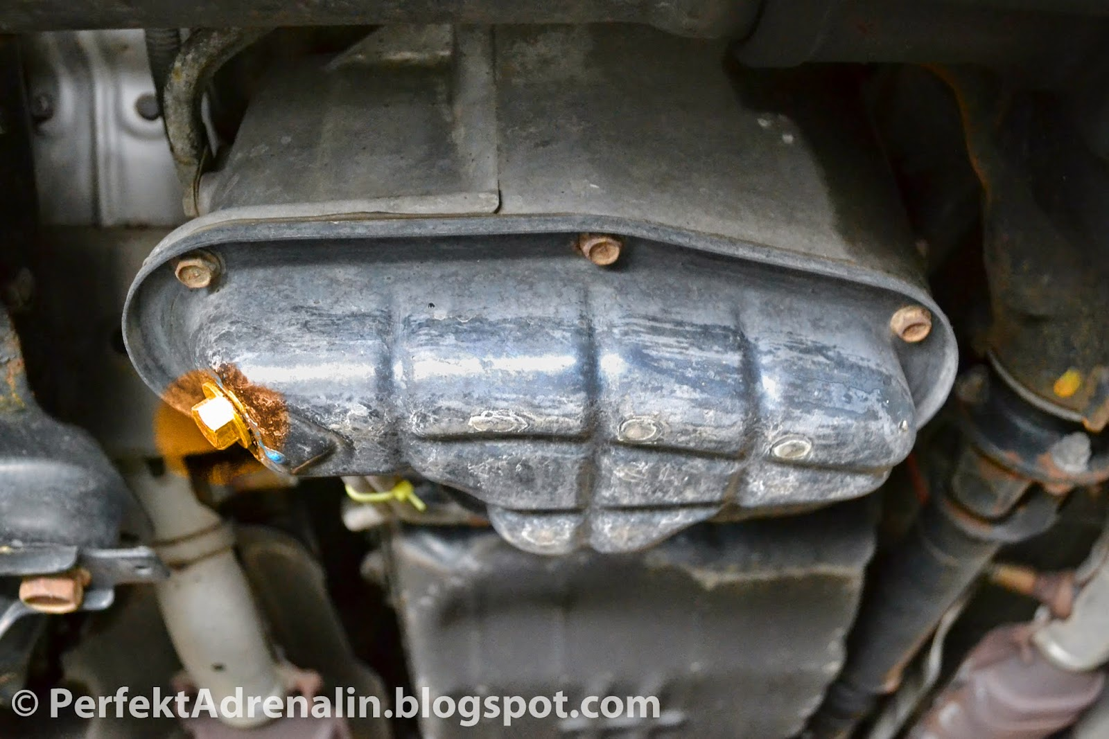 Perfektadrenalin diy infiniti qx4 nissan pathfinder oil change be careful to not damage the pan when loosening drain plug and the oil may be very hot if the car has not cooled down the drain plug is highlighted in vanachro Gallery