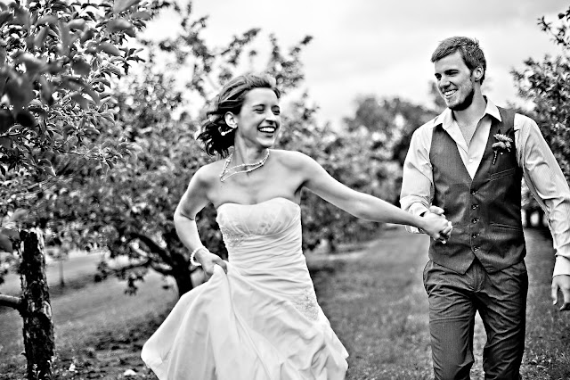 andrea+jord+13 Jordan & Andrea { Minnetonka Orchard Wedding }