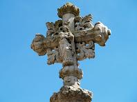 Imatge de la Verge Maria a la part de dalt de la Creu de l'Ajuda