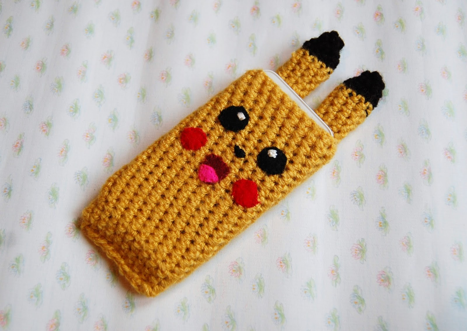 Amigurumi Pokemon Patterns Free : The geeky knitter pikachu phone cover free crochet pattern