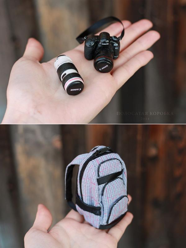 Миниатюрный фотоаппарат и рюкзак для куклы