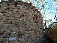 Detall del parament del cantó nord-est de la Torrassa