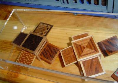 Vincelle,table basse, miniature,tirette,placage,marqueterie