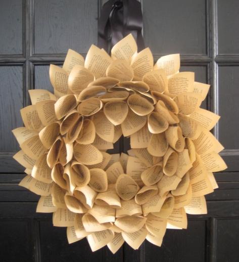 Corona navideña de papel reciclado, paso a paso