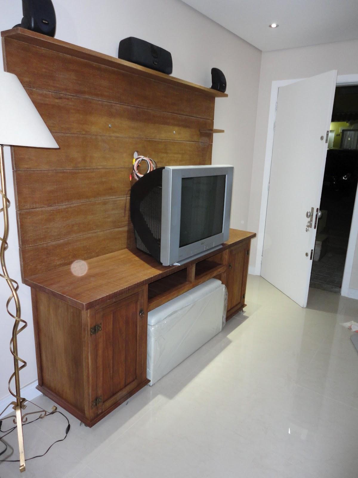 TOK RÚSTICO: Painel de madeira com rack #6A442C 1200x1600