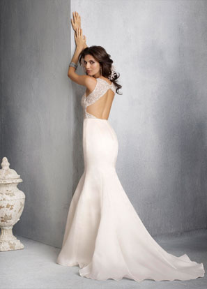 Open back wedding dress by Jim Hjelm is so beautiful and elegant to used
