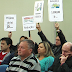 <CENTER>Moradores cobram redução salarial de vereadores</CENTER>