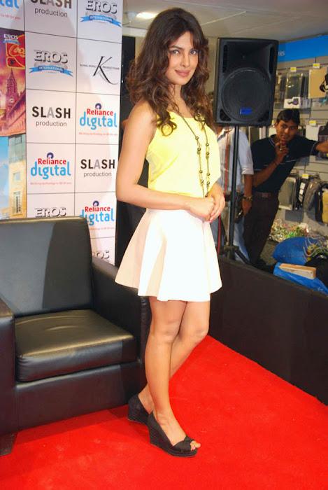 Bollywood actress Priyanka Chopra real life stills ...