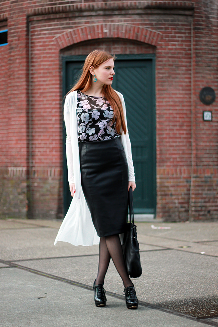 How to / ways to wear a black midi pencil skirt: with a midi cardigan/></td></tr> <tr><td class=