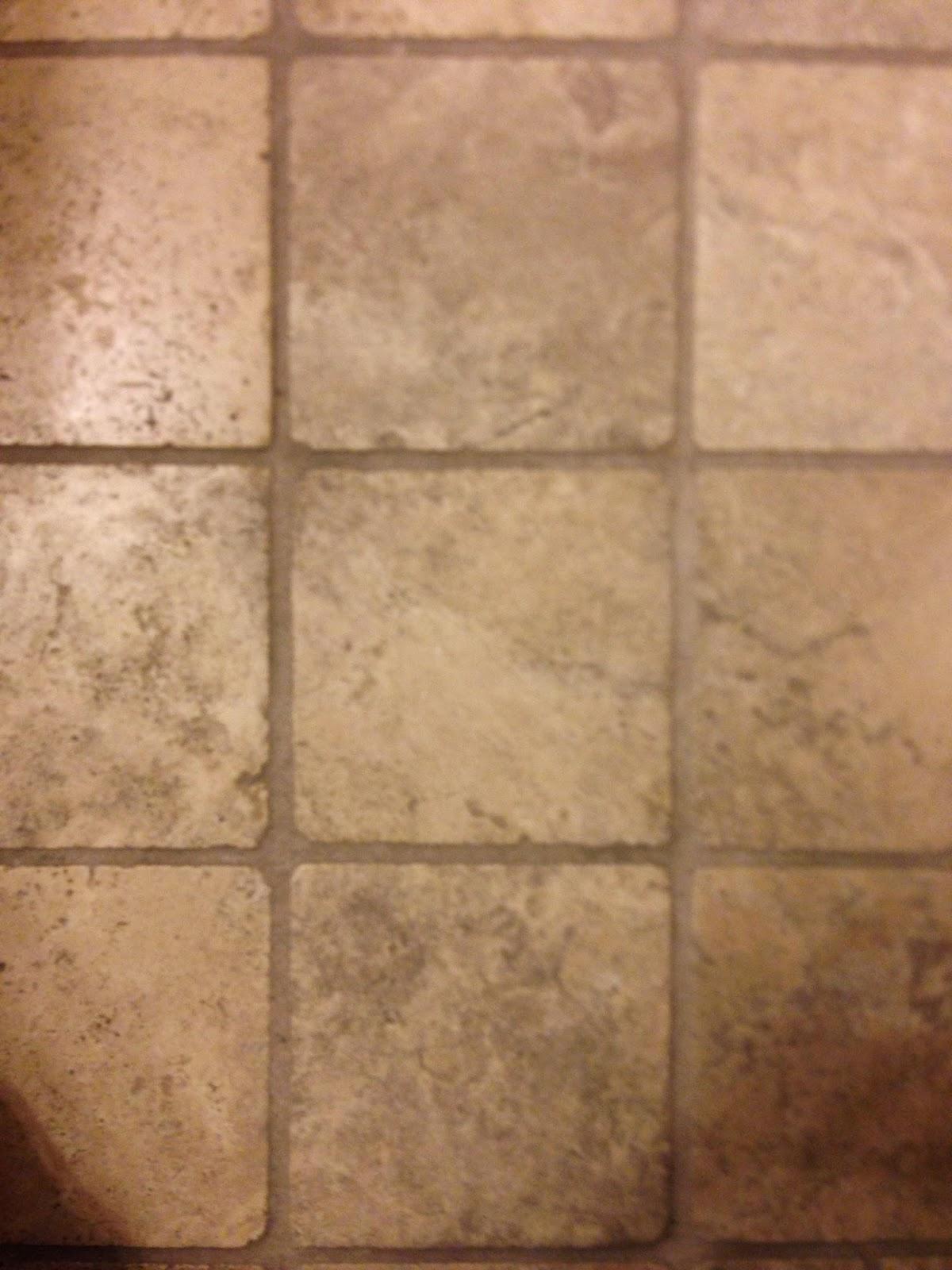 cara membersihkan kamar mandi bagian lantai