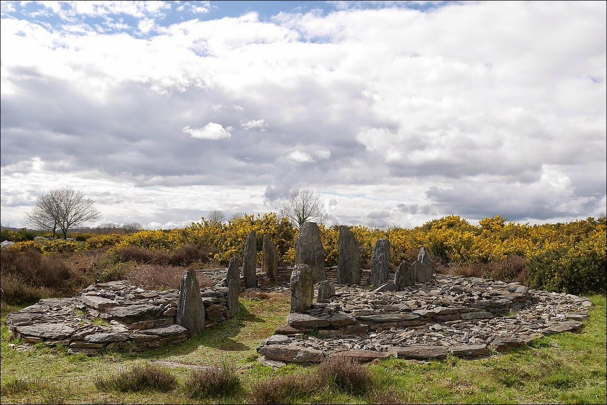 La Croix saint pierre est un monument funéraire du site mégalithique de Saint-Just, dans les Landes de Cojoux