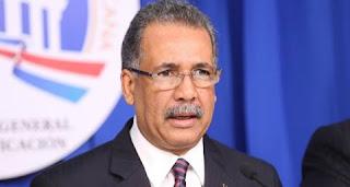 Ministro de Hacienda dice gobierno contempla reducir sorteos de loterías