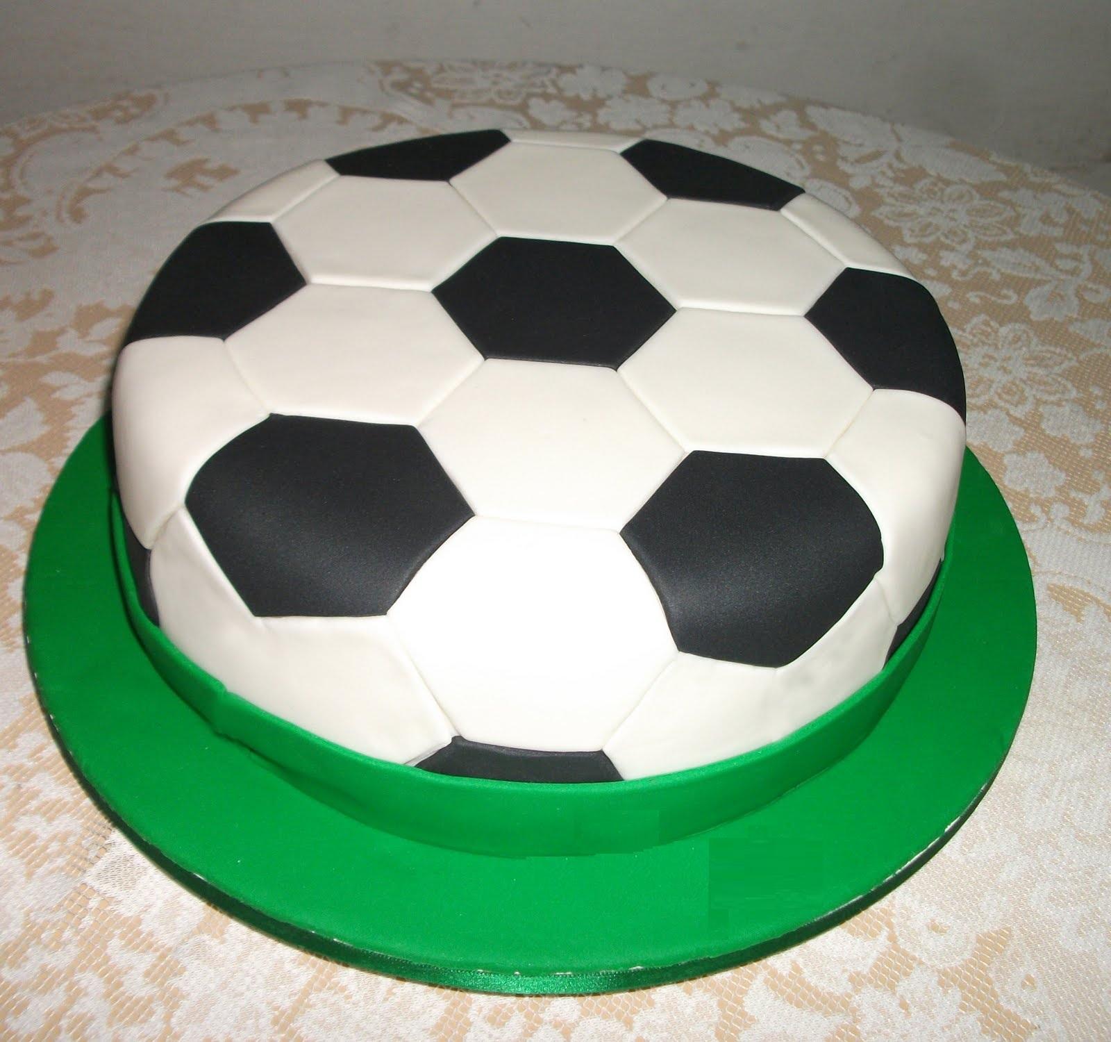http://taniahbt.blogspot.com.br/2013/02/bolos-de-futebol.html